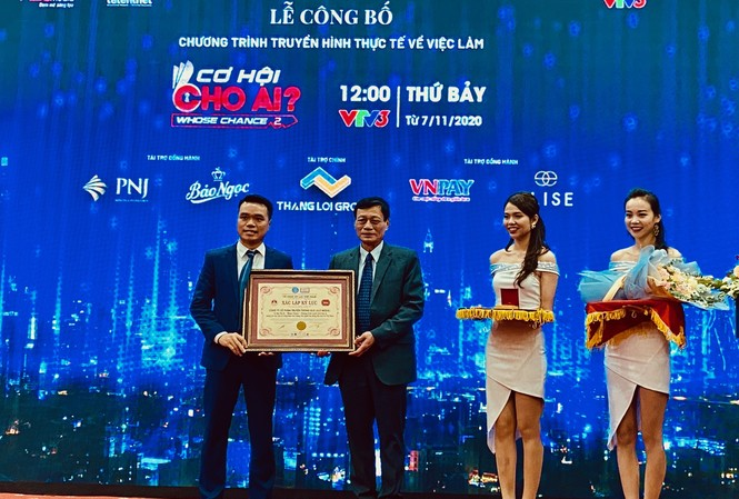 Trao bằng chứng nhận kỷ lục Việt Nam cho chương trình