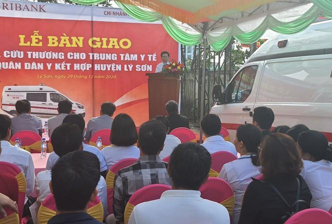 Lễ trao tặng xe cứu thương cho Trung tâm Quân Dân Y huyện đảo