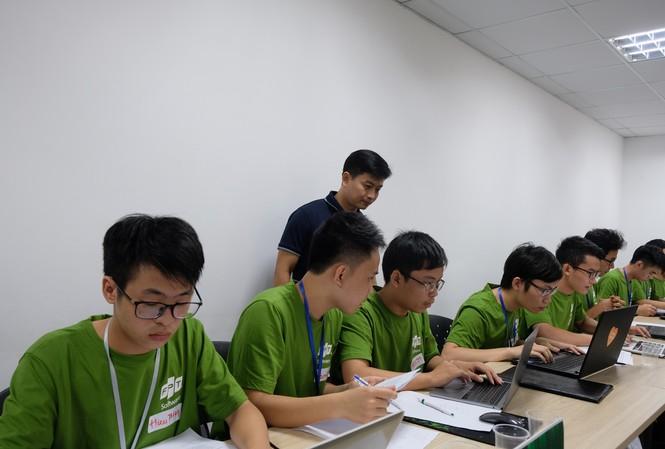 Cuộc thi lập trình dành cho sinh viên - Code Wả 2019 thu hút 355 đội thi đến từ 116 trường đại học, cao đẳng, học viện trên khắp cả nước.