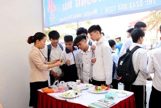 Đông đảo bạn trẻ tham gia ngày hội Tư vấn hướng nghiệp -Tuyển sinh giáo dục nghề nghiệp năm 2019.