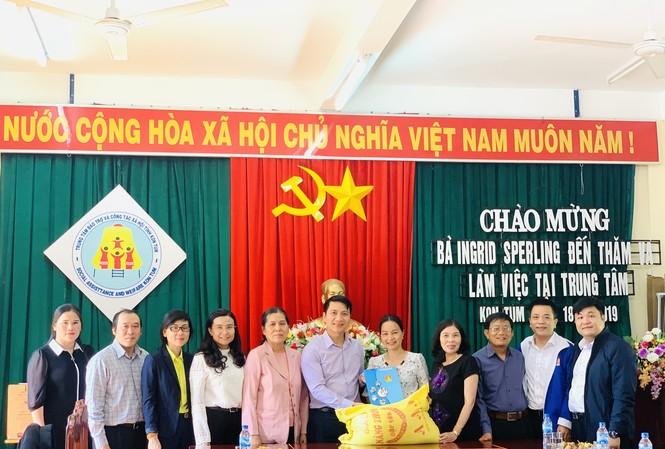 Đoàn giám sát T.Ư Đoàn do anh Nguyễn Ngọc Lương, Bí thư T.Ư Đoàn, Chủ tịch Hội đồng Đội T.Ư làm trưởng đoàn đã đến thăm, tặng quà Trung tâm Bảo trợ và Công tác xã hội tỉnh Kon Tum.