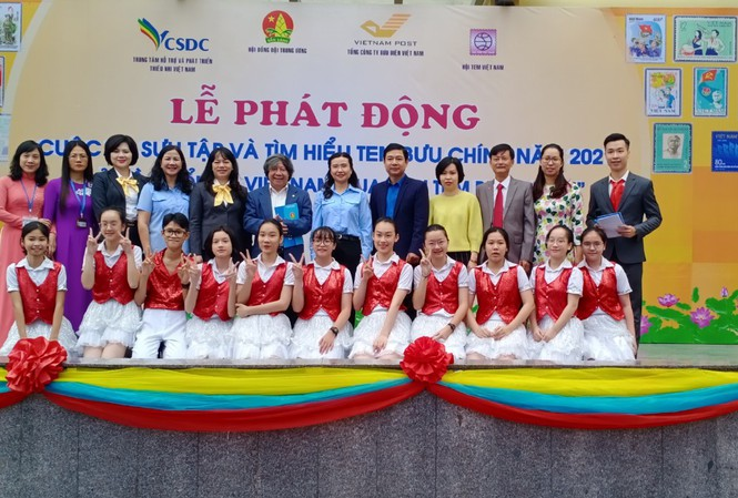 Cuộc thi sưu tập và tìm hiểu tem bưu chính năm 2021 được tổ chức từ ngày 26/10/2020 – 28/2/2021, dành cho đội viên, thiếu niên Việt Nam và nước ngoài đang sinh sống, học tập tại Việt Nam từ 8-15 tuổi.