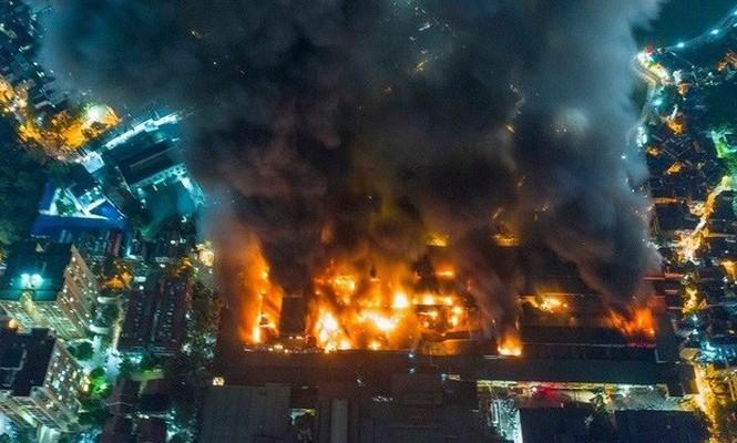 Chủ tịch Hà Nội yêu cầu tẩy độc, khẩn trương di dời nhà máy Rạng Đông sau vụ cháy