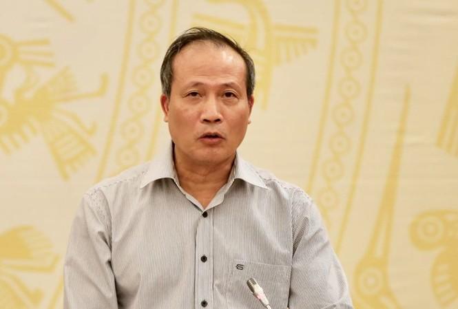 Lãnh đạo Bộ Công Thương trả lời tại buổi họp báo. Ảnh Mạnh Thắng