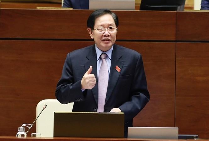 Bộ trưởng Lê Vĩnh Tân.