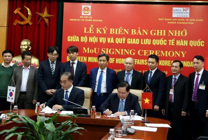 Bộ Nội vụ và Quỹ Giao lưu quốc tế Hàn Quốc tổ chức Lễ ký kết Biên bản ghi nhớ