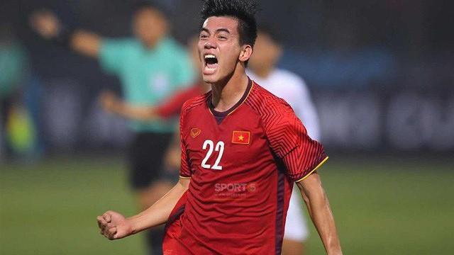 Chi tiết 11 cầu thủ tuyển Việt Nam đọ sức với UAE