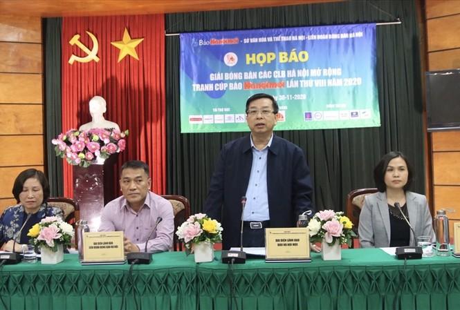 Ban tổ chức họp báo công bố giải đấu.