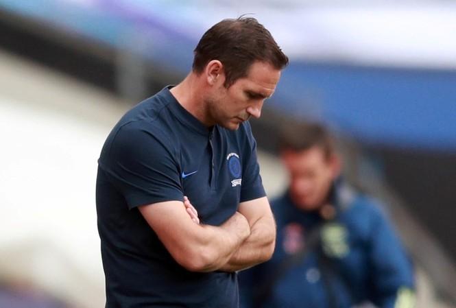 Lampard rời Chelsea sau 18 tháng cầm quân