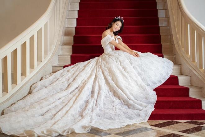 MC Hoàng Oanh hé lộ ảnh cưới, úp mở về chú rể