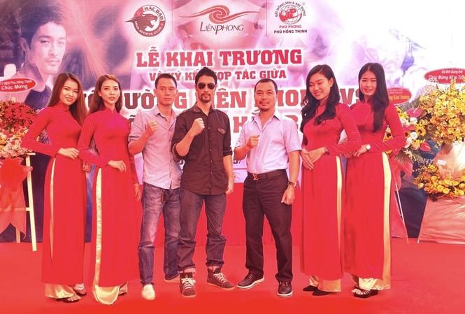 Johnny Trí Nguyễn tái xuất tại võ đường Hắc Báo MMA Club