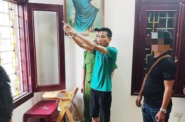 Công an thực nghiệm hành vi đột nhập của Cửu tại nhà ông Minh.