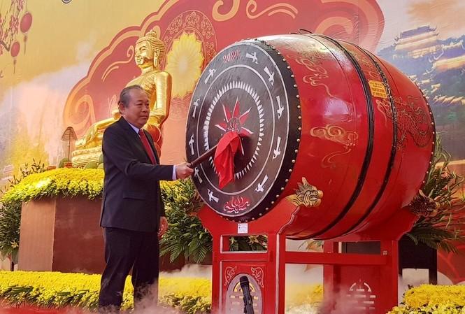 Phó Thủ tướng Trương Hòa Bình đánh trống khai hội chùa Bái Đính.