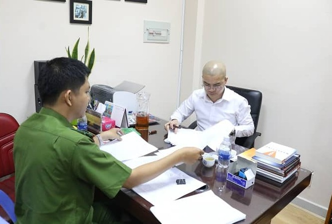Công an làm việc với Luyện tại trụ sở công ty Alibaba ngày 18/9.