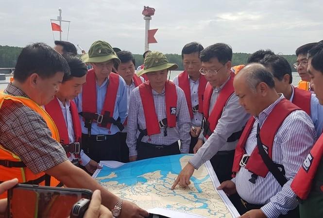 Bộ trưởng Giao thông cùng các đơn vị triển khai phương án xử lý sự cố.