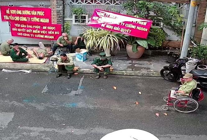 Nhóm người tự xưng cựu chiến binh đến 'khủng bố' công ty ở Sài Gòn.