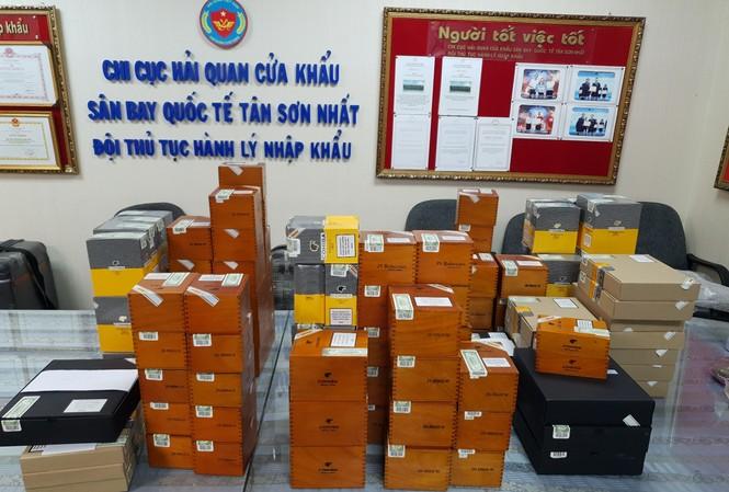 Gần 2.500 điếu xì gà nhập lậu bị phát hiện.