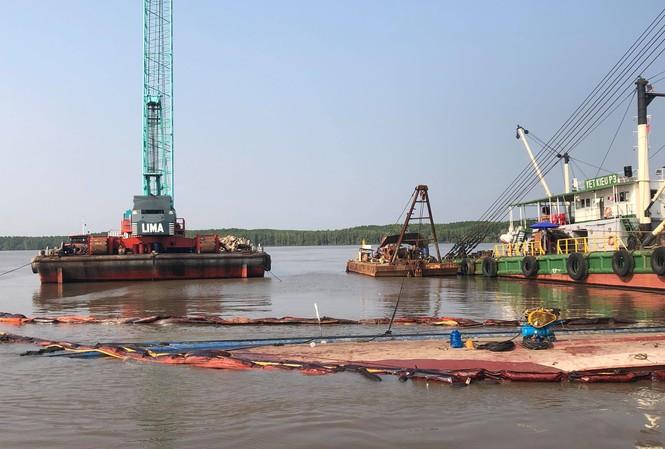 Hiện trường tàu 8.000 tấn bị chìm.