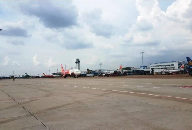 Pin dự phòng nổ khiến máy bay phải hạ cánh gấp xuống sân bay Tân Sơn Nhất.
