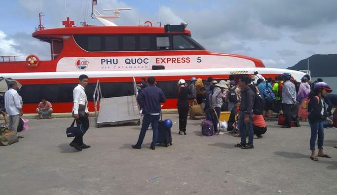 Tàu cao tốc dừng hoạt động ra các đảo du lịch vì bão