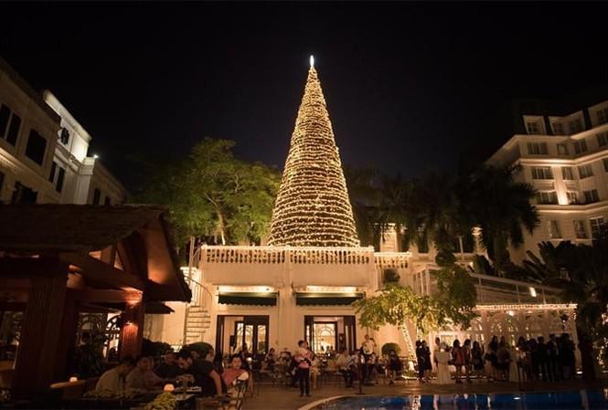 Nhiều khách sạn lớn ở Hà Nội đắt khách đặt tiệc đêm Giáng sinh