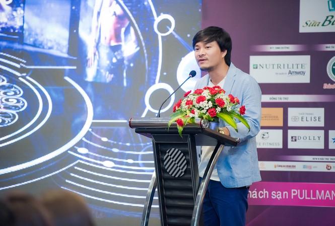 Tổng đạo diễn Hoàng Nhật Nam giới thiệu về sân khấu đêm Chung kết Hoa hậu Việt Nam 2015.