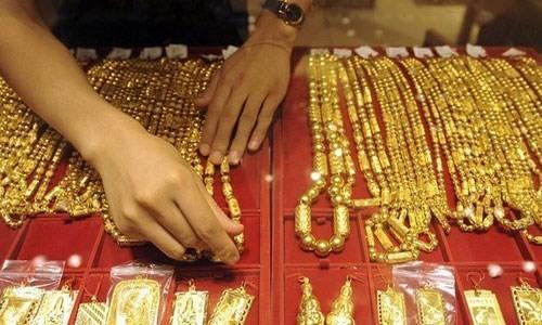 Giá vàng trong nước vẫn cao hơn giá vàng thế giới khoảng 2 triệu đồng mỗi lượng. Ảnh minh họa