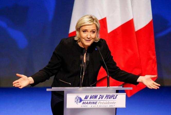 Bà Marine Le Pen đã quyết định từ bỏ chức vụ lãnh đạo đảng FN để tập trung vào cuộc bầu cử. Ảnh: Reuters