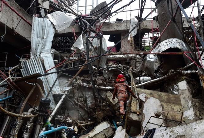 Hiện trường vụ nổ nồi hơi tại xưởng may gần thủ đô Dhaka (Bangladesh). Ảnh: AFP