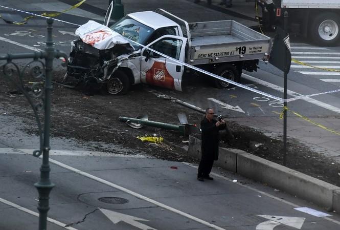Hiện trường vụ khủng bố New York khiến 8 người thiệt mạng
