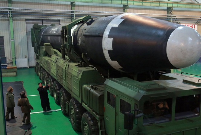 Tên lửa Hwasong-15. Ảnh: KCNA