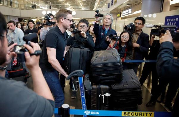 Các phóng viên quốc tế lên đường đến Triều Tiên hôm qua, 22/5. Đến hôm nay, 23/5, danh sách phóng viên của Hàn Quốc mới được chấp nhận. Ảnh: Reuters