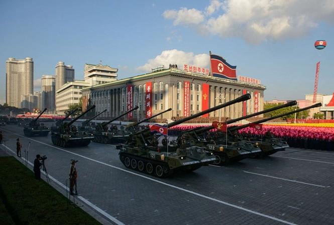 Pháo tự hành Triều Tiên trong cuộc diễu binh hoành tráng nhân sinh nhật thứ 70 của Đảng Lao động Triều Tiên (10/10/2015). Ảnh: Getty