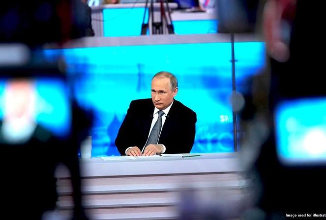 Ông Putin tham gia cuộc hỏi-đáp trực tiếp. Ảnh: Sputnik