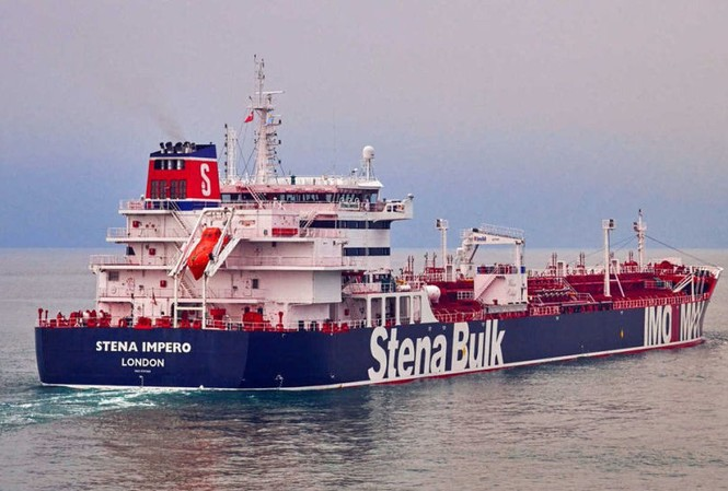 Tehran tố tàu khu trục Anh ngăn cản Iran bắt tàu chở dầu