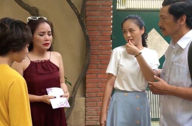 Các nhân vật ngỡ ngàng khi cô Xuyến thông báo lấy chồng lần thứ 5.