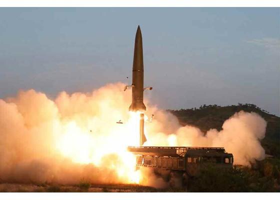 Tên lửa mới được Triều Tiên thử nghiệm hôm 25/7. Ảnh: KCNA