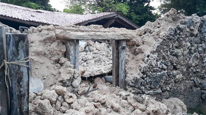 Một ngôi nhà hư hại nặng nề trong trận động đất. Ảnh: Twitter