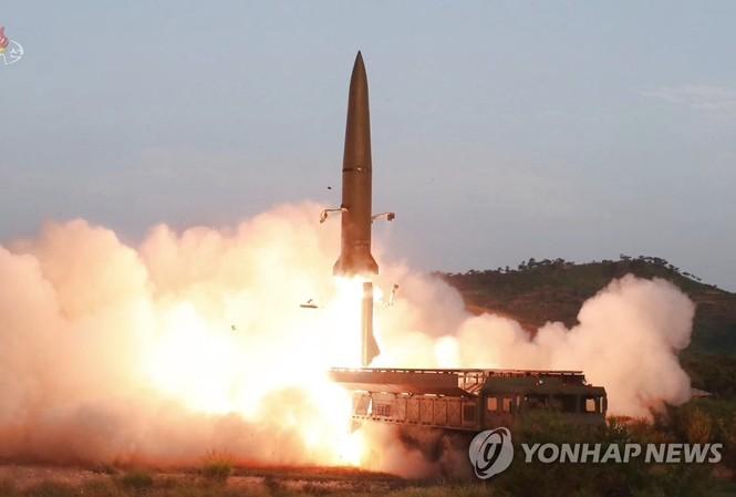 Triều Tiên phóng tên lửa đạn đạo tầm ngắn hôm 25/7. Ảnh: KCNA