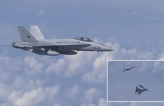 Cuộc chạm trán giữa Su-27 Nga và F-18 Thổ Nhĩ Kỳ nhìn từ máy bay Nga. Ảnh cắt từ video