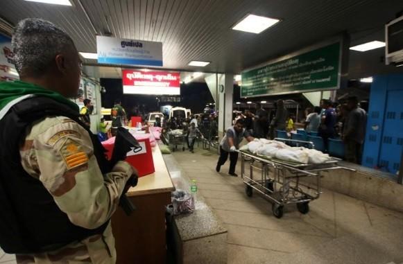 Thi thể các nạn nhân thiệt mạng trong vụ tấn công tối 5/11 ở tỉnh Yala (Thái Lan). Ảnh: Reuters