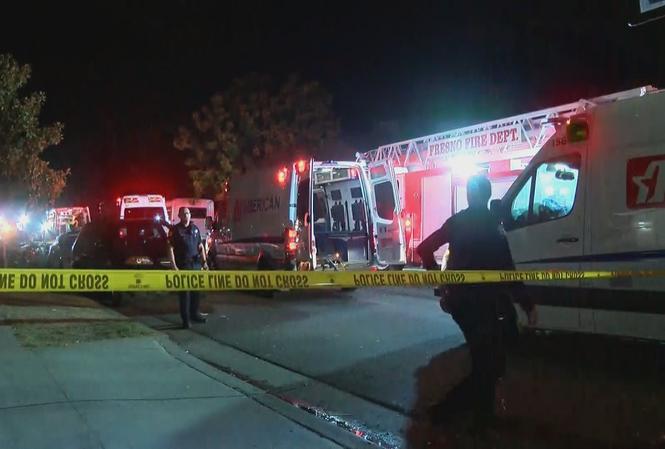 Cảnh sát và xe cấp cứu tập trung tại hiện trường vụ xả súng. Ảnh: NBC