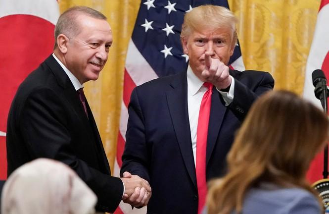 Tổng thống Mỹ Donald Trump và Tổng thống Thổ Nhĩ Kỳ Recep Tayyip Erdogan. Ảnh: Reuters