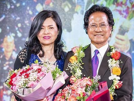 Chế Linh bên bà xã Vương Nga trong sinh nhật ông hồi tháng 4. Ảnh: LC.