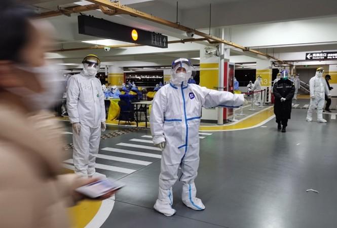 Trạm xét nghiệm lưu động dưới hầm để xe của sân bay. Ảnh: Global Times