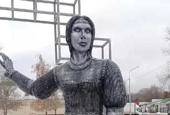 Bức tượng gây tranh cãi ở Novovoronezh.