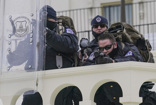 Lực lượng đảm bảo an ninh tại Washignton ngày 6/1. Ảnh: CNN