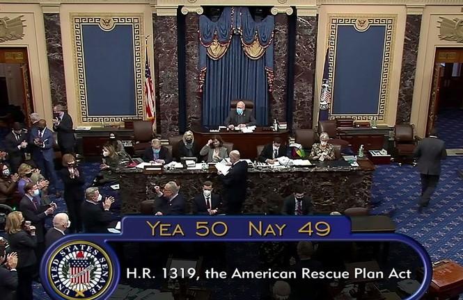 Dự luật cứu trợ của ông Biden được thông qua tại Thượng viện với số phiếu thuận mong manh. Ảnh: RT