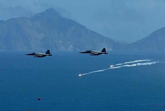 Đài Loan đình chỉ mọi hoạt động huấn luyện sau vụ tiêm kích F-5 đâm nhau - ảnh 1