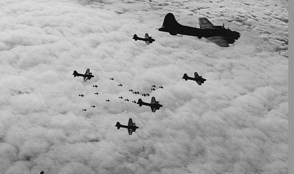 Tình báo Anh phát hiện máy bay ném bom của Đức quốc xã dùng tia laser vào ban đêm. Ảnh: Getty.